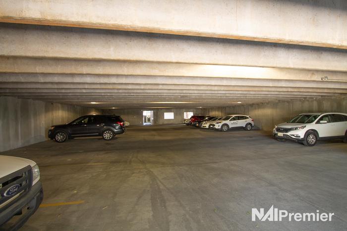4376-s-700-e-1stfloor-parking